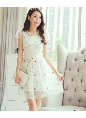White Lace Round Neck Floral Dress
