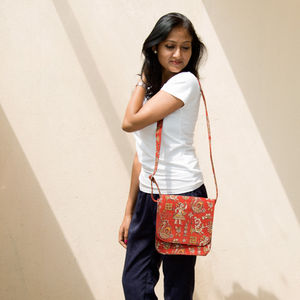 Cream & Maroon Flower Kalamkari Sling Bag