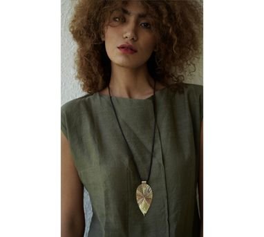 Benaazir|Textured Drop Pendant Necklace