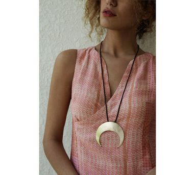 Benaazir|Crescent Pendant Necklace
