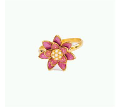 Golden Myrtle|Gold Water Pearl Pendant