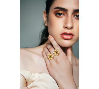 Zariin|Daisy Fields Black Ring