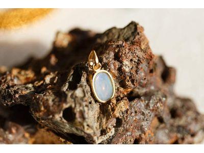 sparkling Opal pendant