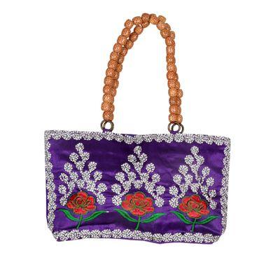Hand bag wooden beads