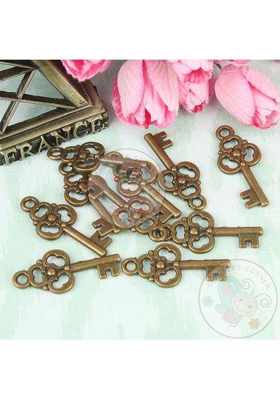Cute Vintage Key Charm