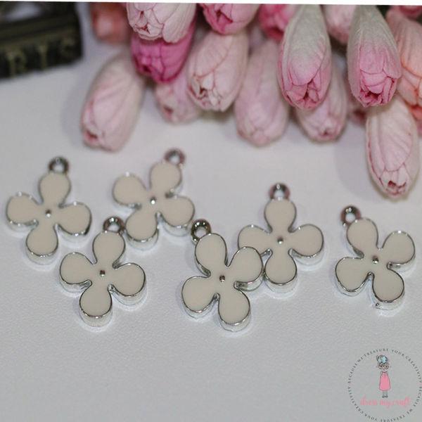 Delicate Flower - Ivory