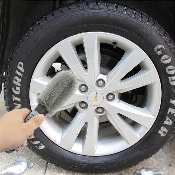 how to clean a car tyre