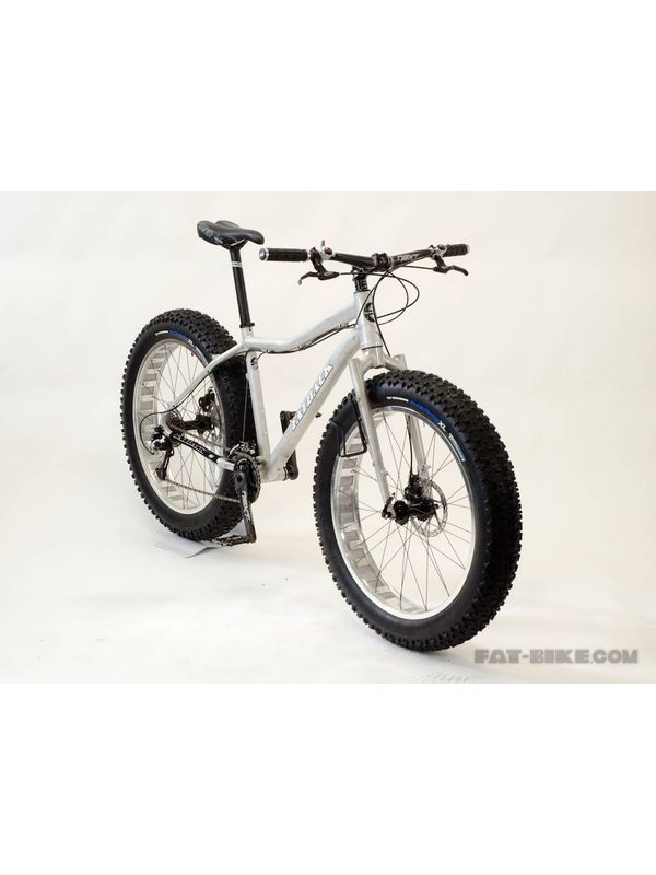 cloudsurfer  mountain bike 26x4 and 7 speed gear of shimano