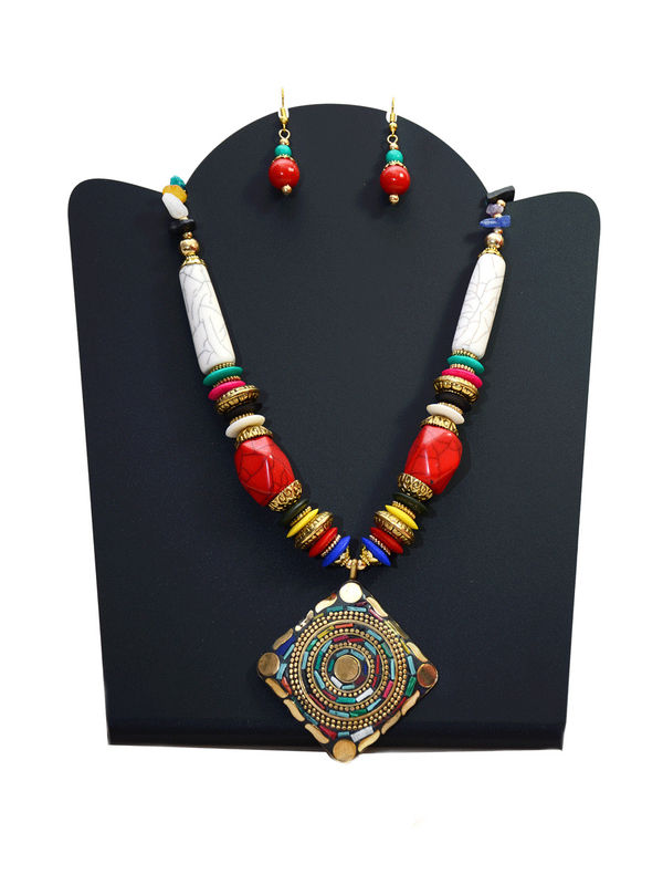 Tribal Pearled Rectangular Necklace With Earrings