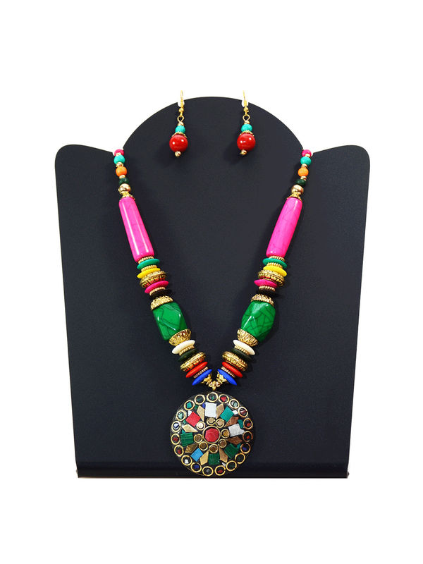 Tribal Pearled Round Necklace With Earrings