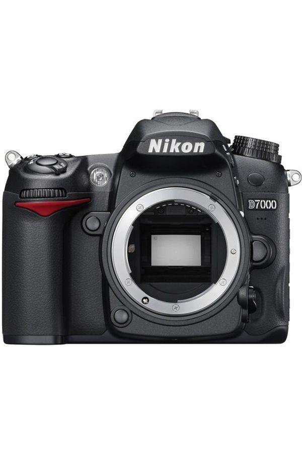 Nikon D7000 DSLR Camera (Black, Body with AF-S 18-105 mm VR Lens)
