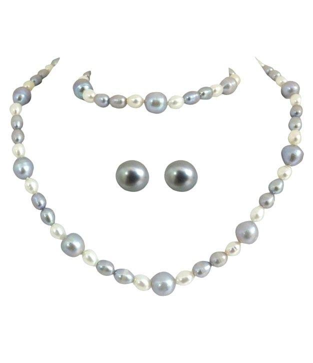 Chic Kalki Pearl Necklace Set