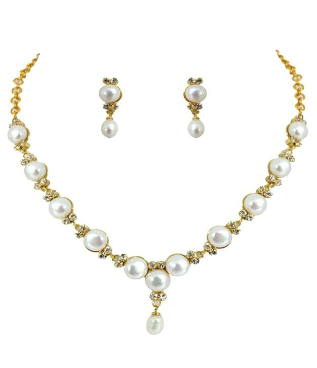 Pleasing Pearl Button Necklace Set