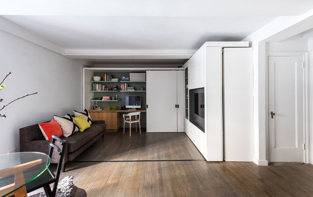michael k chen manhattan apartment five in one 3 - This 390-square-foot Manhattan apartment has a motorized wall, that makes 的 bedroom and dressing room disappear in 的 daytime