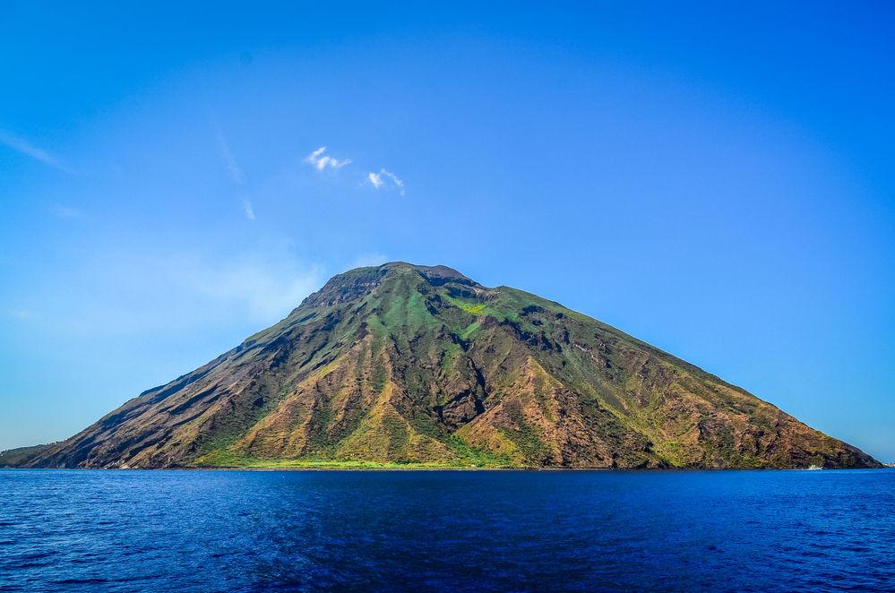 sicily guide holiday information sicilian cities cefalu trips aeolian islands vulcano