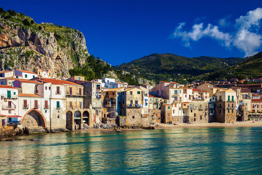 sicily guide holiday information sicilian cities cefalu lavatoio medieval wash house sightseeing