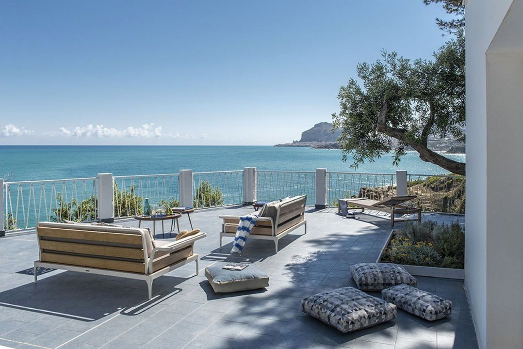 luxury holiday villa with pool seaview and direct access to the beach in sicily in relaxing atmosphere