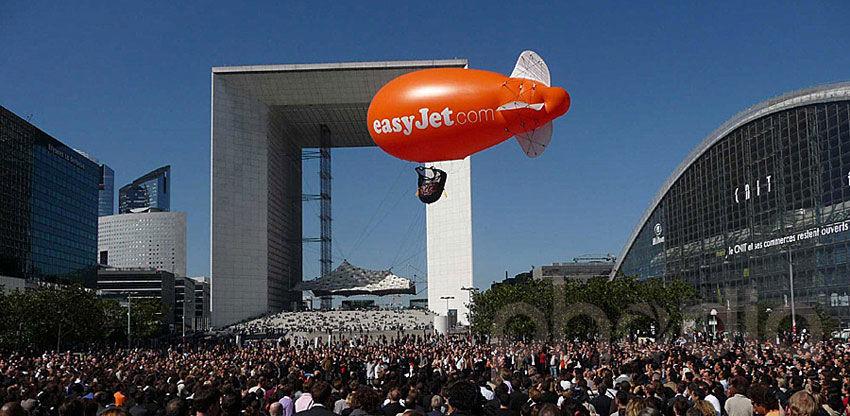 Publicité gonflable à l'hélium pour événement commercial