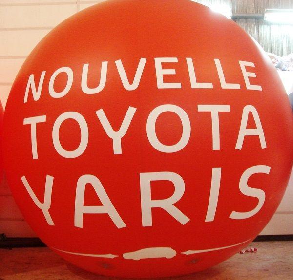 ballon Toyota Yaris rouge helium 2.5 m pour concession