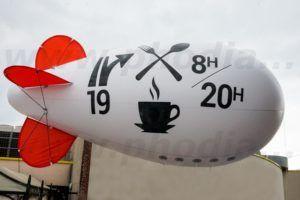 Dirigeable hélium gonflable géant pour un restaurant