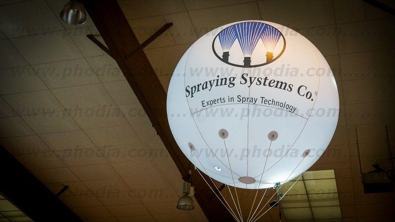 ballon helium spraying systems lumineux pour salon professionnel en intérieur
