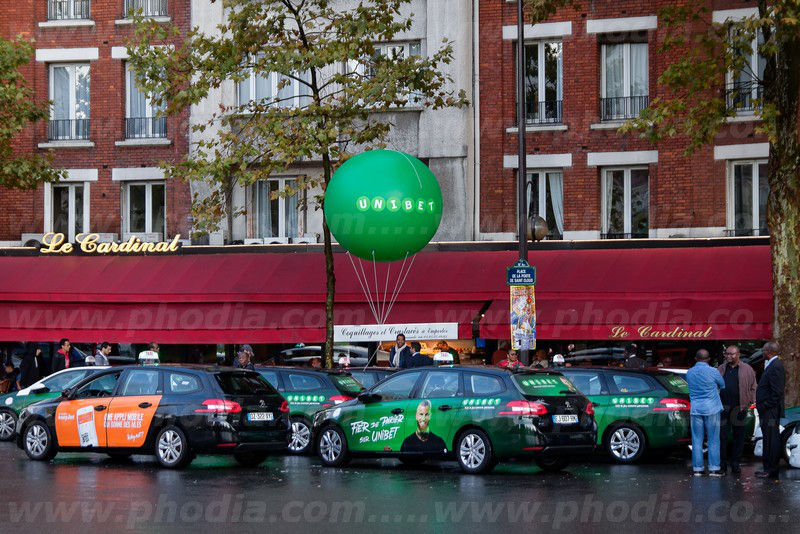 ballon gonflable publicitaire vert à l'hélium unibet