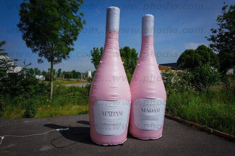 plv gonflable ventilée en forme de bouteille de rosé