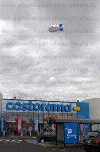 ouverture castorama avec un dirigeable publicitaire 6m