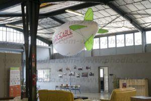 ballon dirigeable hélium pour l'intérieur ailerons de couleur