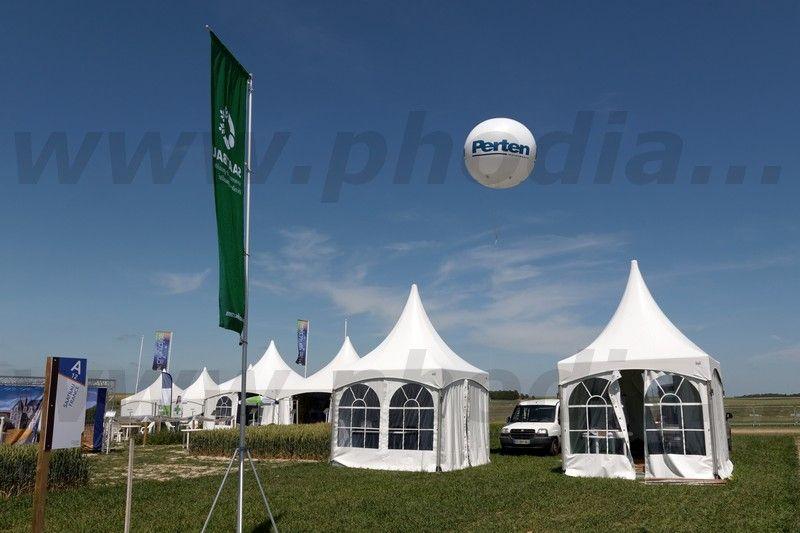 ballon pub 2m50 extérieur sur une foire Perten fixé sur tente