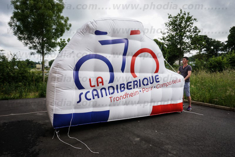 structure gonflable géante en forme de vélo 2.50 m