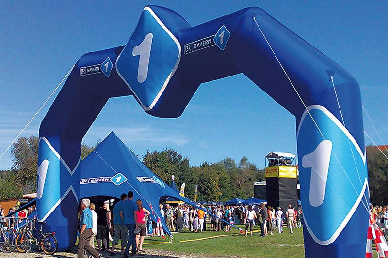 arche gonflable pour course de 10 m avec médaillon carré au central publicitaire