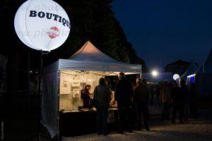 ballon sur trepied lumineux festival
