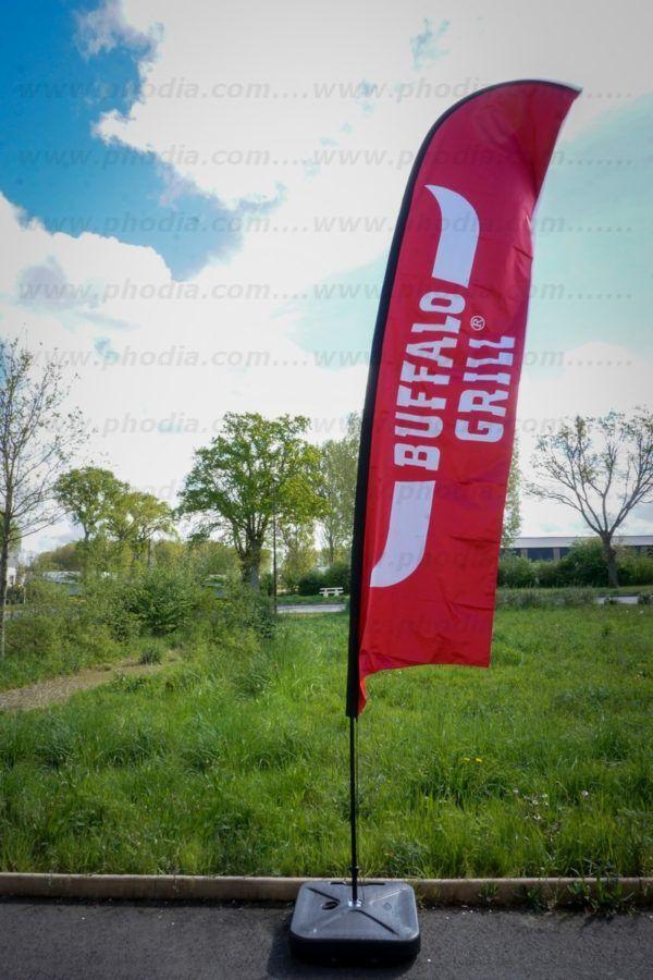 drapeau publicitaire sur pied buffalo grill