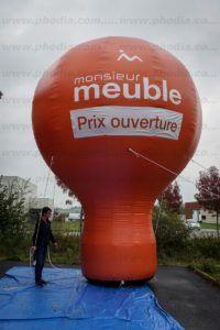 montgolfière auto-ventilée 6m Monsieur meuble de couleur orange à poser sur une toiture de magasin