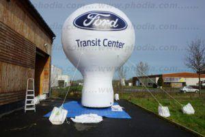 montgolfiere auto-ventilée pour un concessionnaire automobile ford