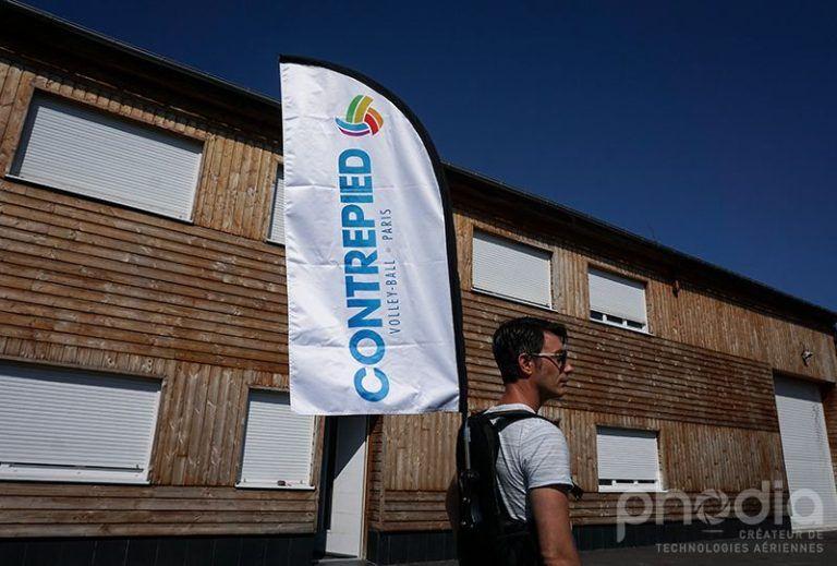 drapeau sac a dos contrepied pour opération street marketing, volley-ball Paris