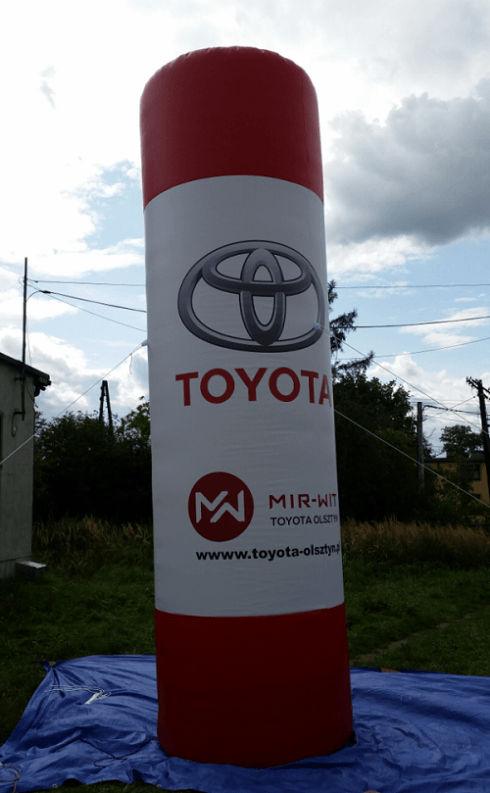 totem publicitaire bicolore toyota de 3m de hauteur