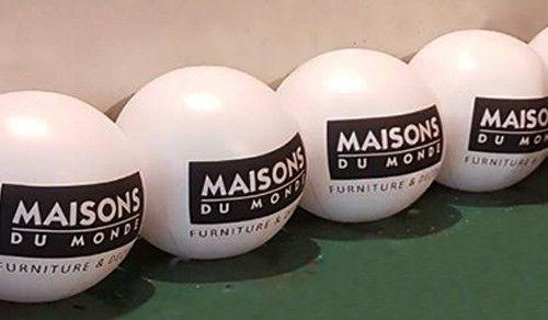 ballon 80 cm gonflé à l'air maison du monde pour mettre sur sac à dos publicitaire