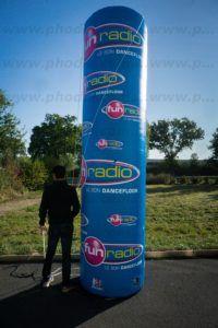 colonne gonflable publicitaire de 3.80 m haut et 90 cm de diamètre pour fun radio