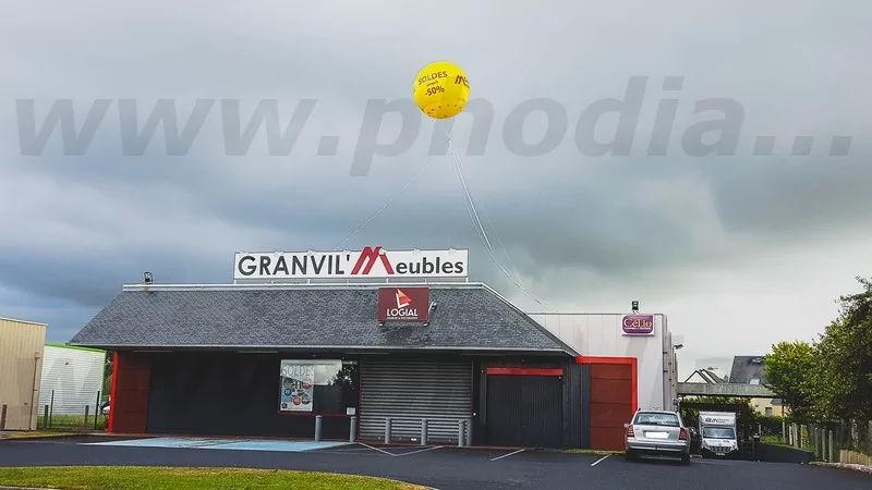 sphère publicitaire pour magasin de meuble à Granville dans la Manche