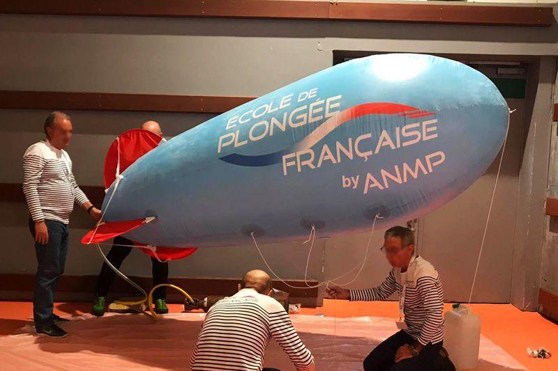Ballon publicitaire gonflé à l'hélium (dirigeable hélium)