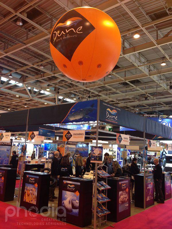 Ballon géant publicitaire sur un salon pour la société Dune envie d'ailleur