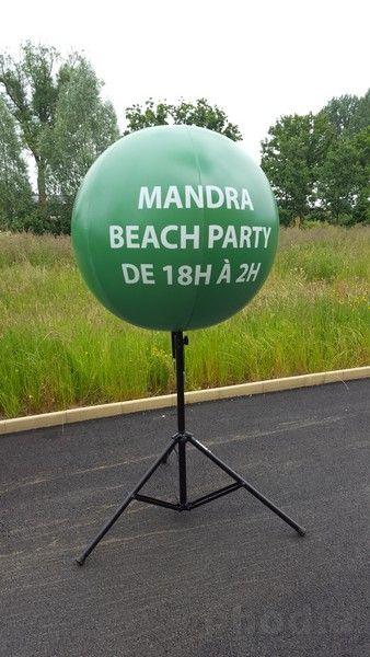 ballon publicitaire avec pied telescopique aiglon location btp : mandra beach party de18h à 20h