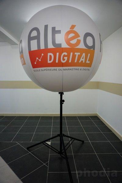 Altéa digital école supérieur du marketing ballon sur trépiéd