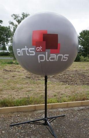 arts et plans ballon gris sur trépied logo marqué 2 faces