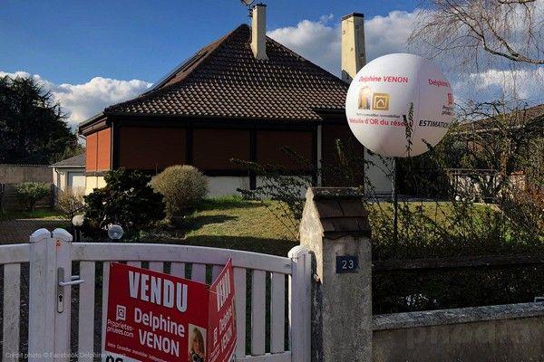 ballon sur trépied pour agence immobilière