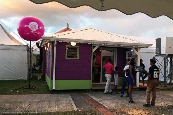 jolie ballon rose sur trépied en Guadeloupe cmamaison promoteur immobilier
