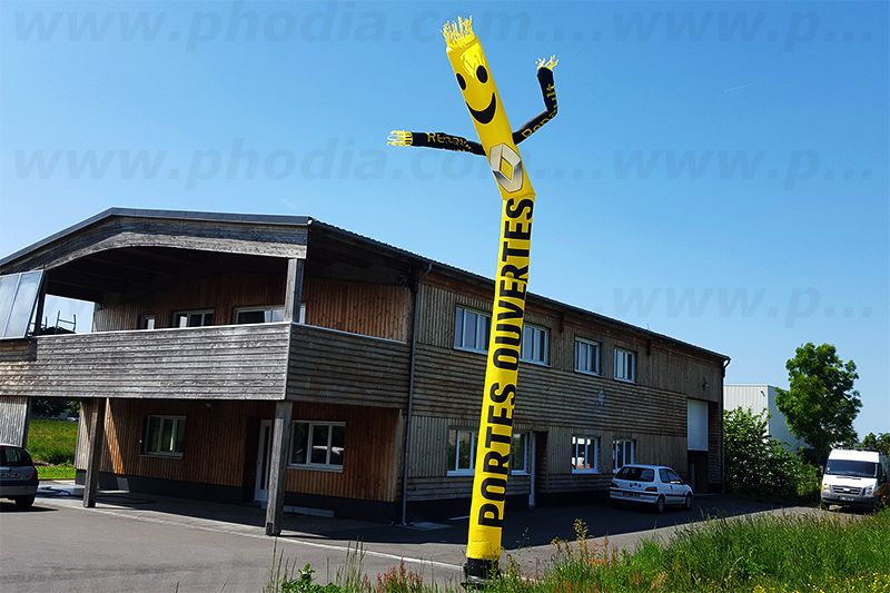 sky dancer géant de 8m pour les portes ouvertes Guedet auto