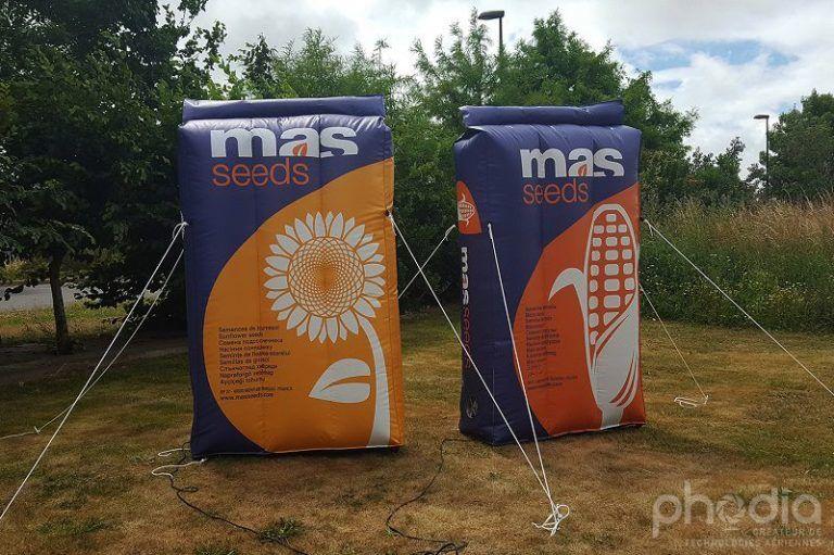 sac de graine de mais et de tournesol. Packaging gonflable géant pour promotion